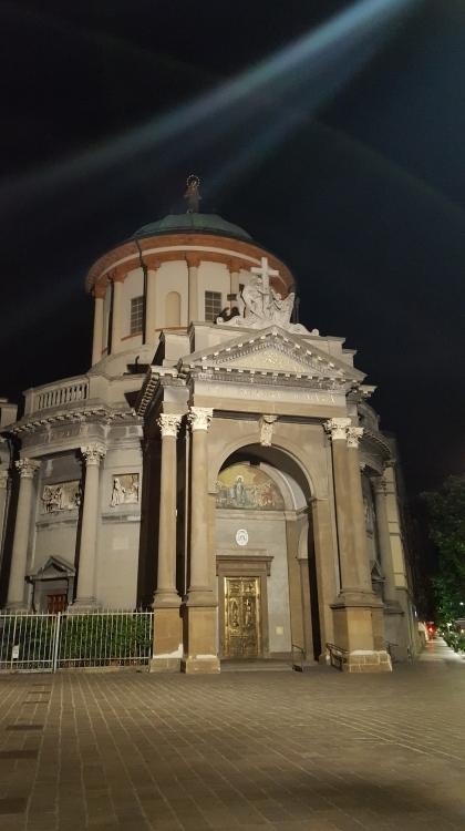 Чей-то храм