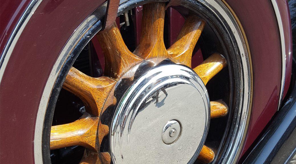 rolls royce 1038x576 - Золотые спицы